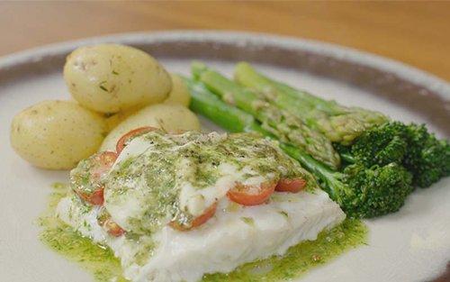 Merluza en salsa verde con vegetales